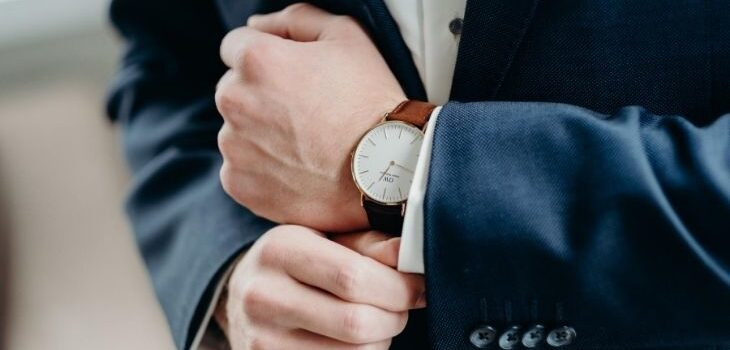 Top 5 wrist watches for men in leather style(1)