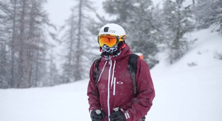 How to Make a Neck Gaiter for Skiing