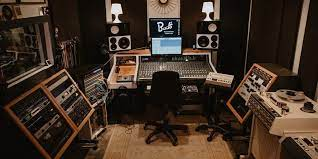8 Reasons Why You Should Hire a Professional Recording Studio