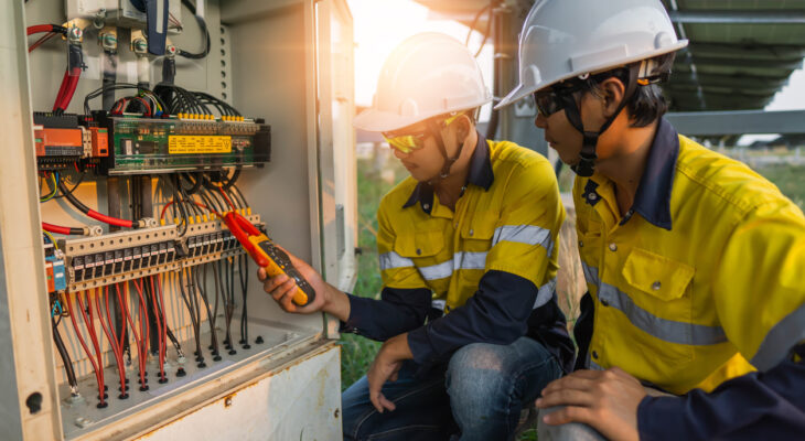 What are the requirements to be fulfilled to be an electrician?